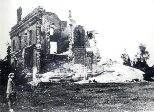 Развалины Ленинградского здания